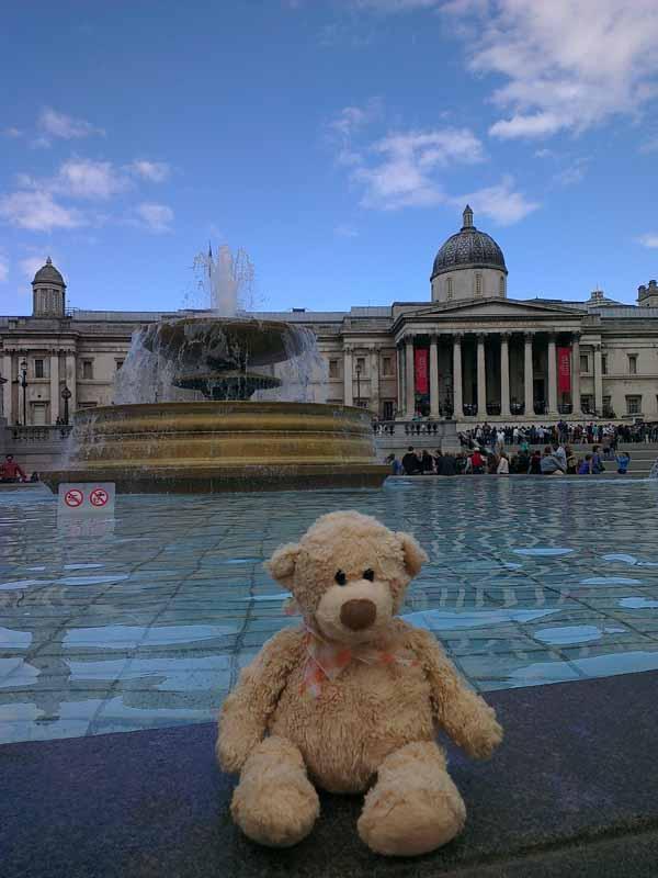 Trafalgar sq National Gallery resiz
