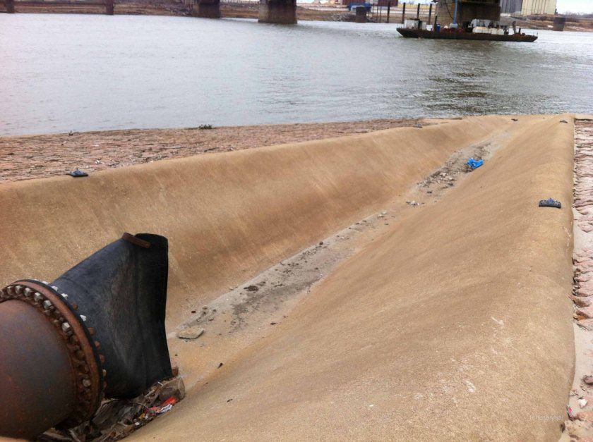 2013 Streets of St. Louis MO runoff ditch into MS. River