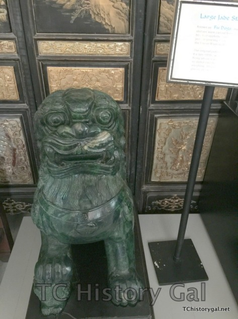 Hawaii 2016 Taoist Temple jade lion dog statue